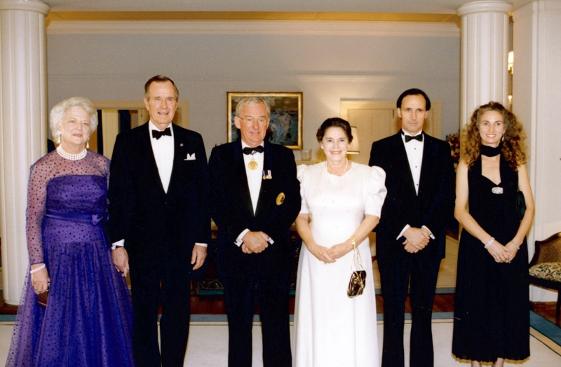 Mrs Bush, President Bush, Governor-General of Australia Bill Hayden, Mrs Hayden, Prime Minister Paul Keating and Mrs Keating at Government House. 1992.