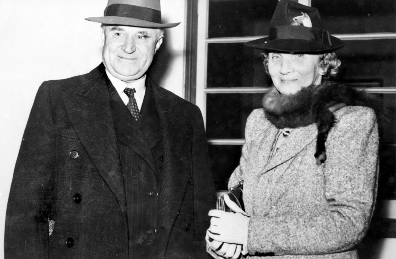 Sir Earle and Lady Page return to Australia after an official trip overseas, 1942.